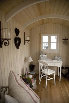 rounded  arched ceilings shabby chic cottage shepherds hut by Brugwachtershuis