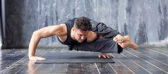 I benefici dello yoga non hanno età. Eppure i luoghi comuni sono sempre dietro l'angolo.