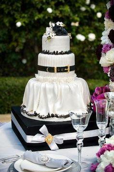 Black and white wedding cake. Love this cake! Black White Cakes, Black And White Wedding Cake, White Wedding Cakes, Creative Wedding Cakes, Amazing Wedding Cakes, Wedding Cake Stands, Amazing Cakes, Pretty Cakes, Beautiful Cakes
