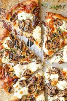 White Mushroom Pizza - The BEST pizza for all cheese and mushroom lovers! Loaded with 2 types of cheese and garlic herb sautéed mushrooms!! AMAZING.
