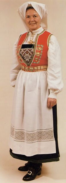 Hello all, Today I will cover the last province of Norway, Hordaland. This is one of the great centers of Norwegian folk costume, hav. Folk Costume, Diy Costumes, Traditional Outfits, Norway, Culture, Embroidery, Inspiration, Clothes, Dresses