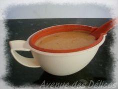 Délicieuse avec une viande blanche et du riz : j'adore !!! Ingrédients : 1 oignon, 1 gousse d'ail, 125ml d'eau, 1 cube de bouillon de poule, 1 noix de beurre, 1 c. à café de farine, 1 c. à soupe bombée de paprika, et 250ml de crème fraîche épaisse. ->...