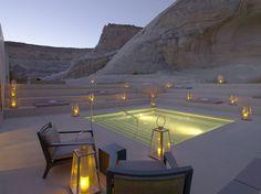 Im US-Bundesstaat Utah befindet sich das Hotel Canyon Point Amangiri. Die Unterkunft verfügt über 34 Zimmer und liegt umgeben von atemberaubenden Felsformationen inmitten des Reservates der nordamerikanischen Indianer-Stämme Navajo und Hopi. Hier kann man nicht nur wandern gehen, sondern sich im Spa-Bereich nach traditionell indianischer Heil-Tradition verwöhnen lassen.