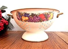 Colander Beige Enamel Metal Strainer Pedestal Fruit Bowl Cornucopia Brand Sieve Vintage Five Quart Cookware Decorative Kitchen Accessory