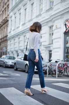 The Casual Issue Levis Wedgie Jeans and Chanel Court Shoes. Streetstyle Vienna