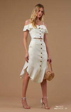 Talita Kume – Blusas, vestidos, saias e roupas femininas Pretty Dresses, Sexy Dresses, Fashion Dresses, Red Dress Outfit, Dress Outfits, White Fashion, Look Fashion, White Homecoming Dresses, Outfit Trends