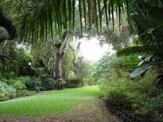 http://barangku.com/wp-content/uploads/2011/02/tropical-garden-house-11.jpg
