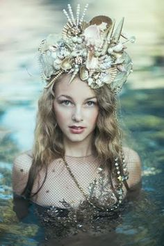 ....wow.....that is a mermaid crown!!   Wonder how she swims with that on?!?!?! Mpp