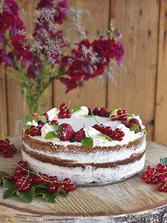 Letní dort s vanilkovým korpusem a tvarohovým krémem Sweet Desserts, Dessert Recipes, A Food, Food And Drink, Cake Images, Cheesecakes, Food To Make, Tart, Fondant