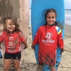 Las #surferas de #lanzarote con @lasantaprocenter en la #playa de #Famara #lanzarote #escueladesurf #surfschooll #islascanarias #canarias #surf #surfers #lasantasurfprocenter