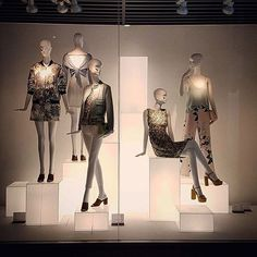 ZARA,Podgorica,Montenegro, pinned by Ton van der Veer Fashion Window Display, Fashion Displays, Store Window Displays, Retail Displays, Fashion Retail Interior, Clothing Store Interior, Visual Merchandising Displays, Visual Display, Display Design