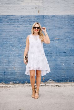 Little White Eyelet Dress: Styled Day to Night — bows & sequins Source by angelicatuti White Dresses Dress Outfits, Casual Dresses, Fashion Dresses, Belted Dress, Dress Up, Dress Lace, White Eyelet Dress, Frack, Little White Dresses