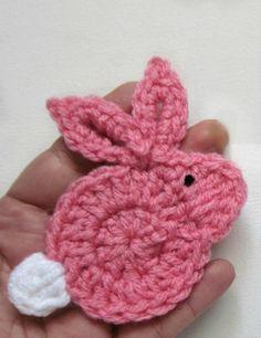 1pc del ganchillo Applique de conejito Tamaño: 3.5 x 3,75 Colores: rosa con cola blanca Hecho con hilo (estambre) de peso medio