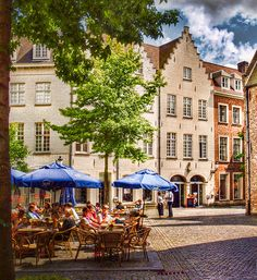 Pavement cafe in Bruges, Belgium