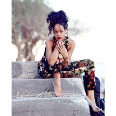 Rihanna shows off more stunning looks from her River Island collection in Greece Fenty Rihanna, Rihanna Show, Rihanna Looks, Rihanna Style, Beyonce, Poses, Divas, River Island, Fashion Drawings