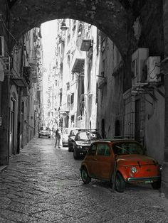 Red car in Naples #TuscanyAgriturismoGiratola