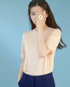 Korean Celebrities, Celebs, Movie Stars, Style Icons, Actors & Actresses, Photoshoot, Poses, Crop Tops, Chic