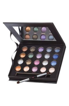 Laura Geller '20 Shades of Baked' Eyeshadow Portfolio (Limited Edition) ($215 Value for $49)
