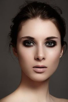 Get sexy smoky eyes for the weekend! Try one of these 5 looks. #eyemakeup #smoky #eyes #beauty #makeup