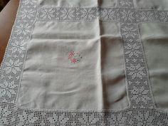 Gloria Blay Mas. Mantel pequeño de lino.