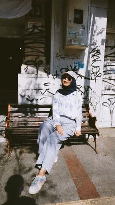 Ootd Hijab, Girl Hijab, Hijab Cartoon, Aesthetic Girl, Outfit Of The Day, Portrait, Target, Pictures, Outfits
