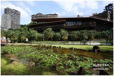 提到綠建築,領隊Sky第一個想到的就是北投圖書館,它是臺灣第一座綠建築,更在2012年及2015年分別獲選為全球最美的25座公立圖書館之一,這麼美你還沒來過嗎! 北投景點推薦-全台最美的綠建築【臺北市立圖書館北投分館】