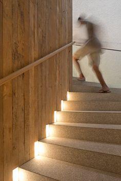 Casa Gêneses / Isay Weinfeld #stairs #lighting #detail