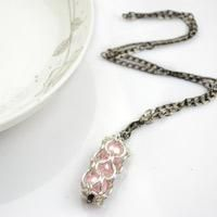 This tutorial will show you how to make different styles of chainmail necklace and show you how to finish this kind of unique handcrafted jewelry with jump rings and pink pearls.