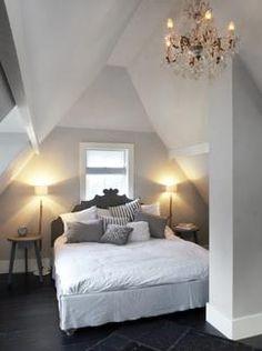 landelijke slaapkamer met fris wit