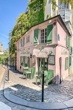 Best Area to Stay in Paris - How to Choose the Right Place For Your Style - The iconic pink restaurant in Montmartre, Paris. Click through for more pictures on the A Lady in L - Paris Travel, France Travel, Restaurant Rose, Oh The Places You'll Go, Places To Travel, London Blog, Triomphe, Belle Villa, Famous Places