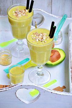 Koktajl bananowy z awokado Smoothie Drinks, Healthy Smoothies, Breakfast Options, Fruits And Veggies, Panna Cotta, Frozen, Cocktails, Tasty, Ethnic Recipes