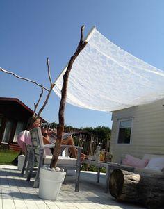 Romantischer und natürlicher Sonnenschutz im Garten für mehr Schatten im Garten. Noch mehr tolle Ideen gibt es auf www.Spaaz.de