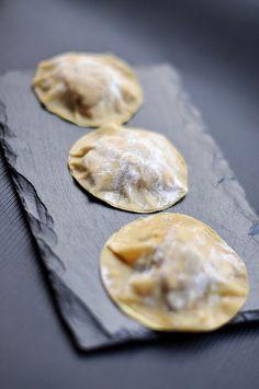 Foie gras and truffle cream ravioli - 7 ravioli recipes to die for - Elle à Table - Ilka Burburough Wine Recipes, Gourmet Recipes, Pasta Recipes, Cooking Recipes, Chefs, Catering, Pasta Casera, Ravioli Recipe, Cooking Time