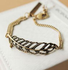 DEAROY Retro Style Leaf Golden Bracelet $23.9