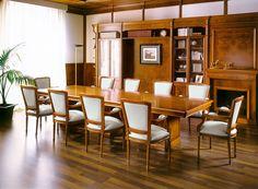 Proyectos a medida de muebles clásicos con acabados en madera natural, diseñados por Martfran. Mueble clásico para despachos de alta dirección.