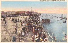 CHICAGO – WILSON AVENUE BEACH – BIG CROWD – NOTE COVERED BENCHES STRUCTURE AT EDGE OF BEACH – c1920