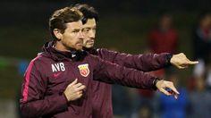 O Shanghai SIPG, treinado pelo português André Villas Boas, perdeu este domingo em casa do Shanghai Shenua, na primeira mão da final da Taça da China de futebol.