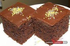 Čokoládový koláč, který budete mít hotový do 7 minut. Nepotřebujete ani váhu nebo odměrku. Postačí obyčejný šálek