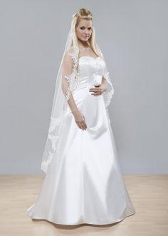Skutočne famózny svadobný závoj z kolekcie Glamour vhodný do katedrály, či kostola. Španielsky svadobný závoj, v ktorom sa budete cítiť ako princezná.