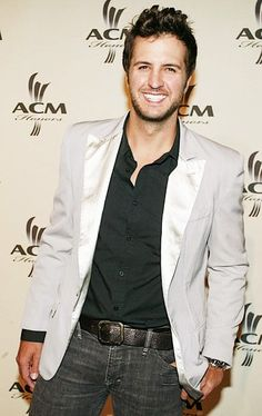 Luke Bryan is the definition of perfect<3