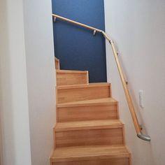 3LDKで、家族の、階段/階段アクセントクロス/階段アクセント壁紙/アクセントクロス/アクセントクロス ネイビー/リリカラについてのインテリア実例。 「階段の壁にアクセント...」 (2019-06-01 16:31:56に共有されました) Stairs, Home Decor, Ladders, Homemade Home Decor, Ladder, Staircases, Interior Design, Home Interiors, Decoration Home