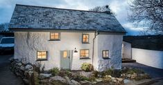 This house ismore than 300 years old— and it's utterly amazing inside