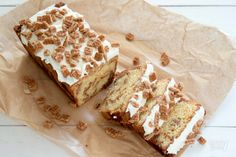Foodie Inspiration: Stroopwafel-cake with mascarpone frosting and broken stroopwafel pieces on top. __ Stroopwafels - Origin: Dutch _ A thin waffle wafer served with syrup in the middle Baking Recipes, Cake Recipes, Dessert Recipes, Dessert Ideas, Baking Bad, Bread And Pastries, Brownie Cake, Pastry Cake, No Bake Desserts