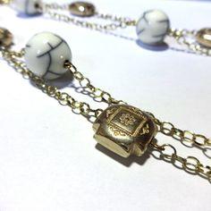 Colar com dois fios - pedras brancas e douradas