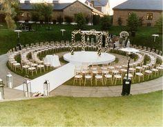 Risultati immagini per outdoor wedding decor ideas Wedding Goals, Wedding Themes, Wedding Venues, Dream Wedding, Wedding Decorations, Wedding Day, Wedding Ceremonies, Trendy Wedding, Wedding Officiant