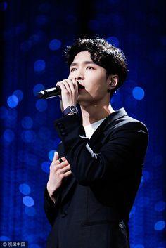 兴 EXO LAY • ZHANG YIXING 兴