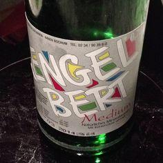 Das Wasser namens Engelbert #Werbeperlen #Vollpfosten Beer Bottle, Wine, Drinks, Water, Drinking, Drink, Cocktails