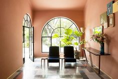 In the entrance, the same pink-hued walls are a complement to the green vistas beyond. A large leafy palm accentuates the indoor-outdoor demarcation. A true lesson in complementary colors. Our...