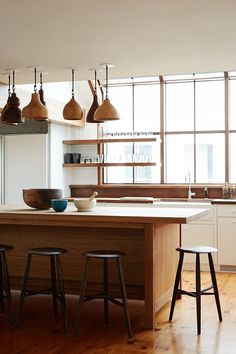 a cluster of pendant lights over the island Wooden Kitchen, Kitchen Dining, Kitchen Decor, Kitchen Modern, Kitchen Island, Island Stools, Eclectic Kitchen, Kitchen Ideas, Layout Design