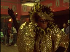 The LEGENDARY Pepper Labeija walking the house down.